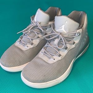 Euc Jordan academy grey 7
